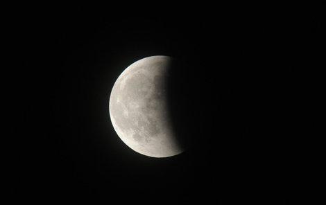 Měsíc a jeho změny budily zájem a obavy lidí již od pravěku.