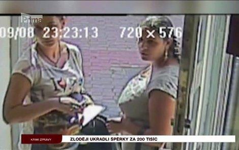 Tyto zloděje hledá policie.