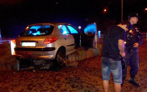 Cizinec před jízdou pil.