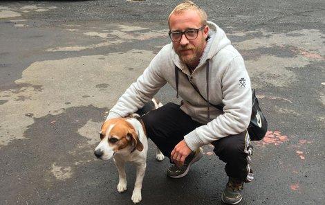 Michal Lazorčík se svým desetiletým bíglem Jimmim.