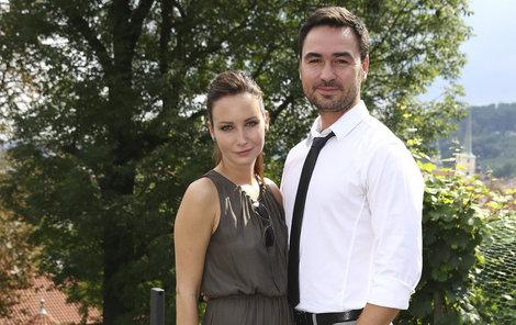 Herečka je za režiséra už tři roky šťastně vdaná.