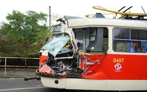Nehoda zkomplikovala provoz tramvají i automobilů.