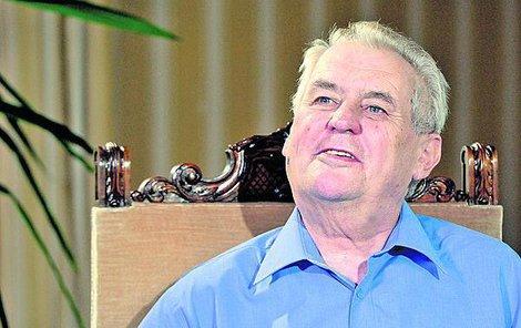 Miloš Zeman odmítá, že by na ministra tlačil.