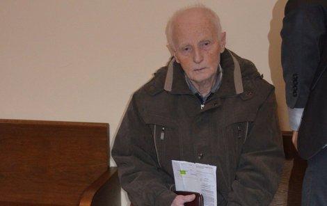Důchodce Josef K. u soudu.