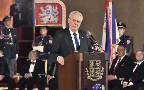 Miloš Zeman rozhodně nenudí...