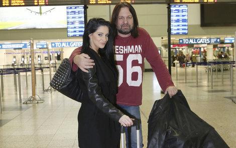 Manželé Pomeje to teď mají mj. blízko na letiště.