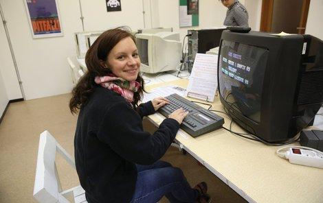 Kurátorka výstavy Veronika Malanowska zve počítačové nadšence do interaktivního koutku, kde si mohou zahrát herní hity minulosti.