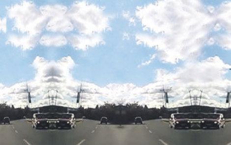 Protijedoucí auto v rychlém pruhu natočil jeden z řidičů.