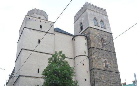 Sebevrah skočil z věže olomouckého kostela sv. Mořice.