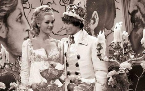 Ve filmu je hráli Helena Vondráčková a Václav Neckář.