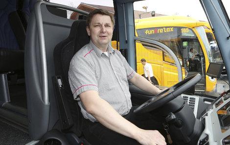 Řidiči linkových autobusů si určitě od ledna určitě polepší, vláda je nově zařadila do skupiny s vyšším zaručenou mzdou