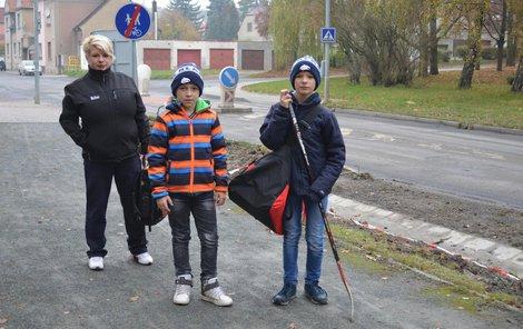 Lubošova máma malé hokejisty už raději doprovází.