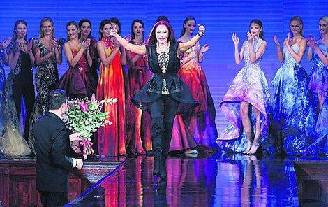 Návrhářka uspořádala show k 35. letům své práce.