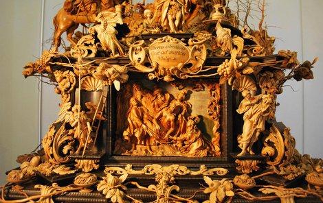 Barokní Strom života ze dřeva zachycuje poslední pozemské chvíle Ježíše Krista.