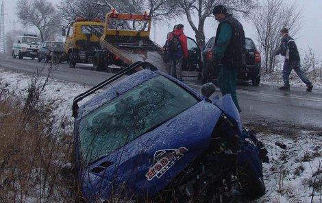 Ledovka dá šoférům zabrat, záchranáři budou v pohotovosti.