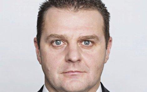 Komunista Ondráček se vytasil s novým zákonem.