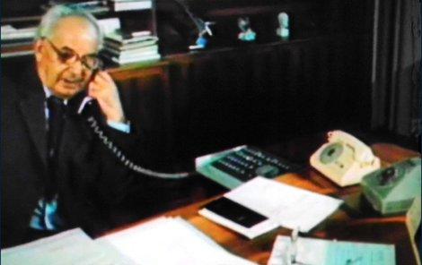 I prezident Husák měl přímou linku – bakelitový bílý telefon byl ale určen hlavně pro příjem pokynů a často prý i výtek.