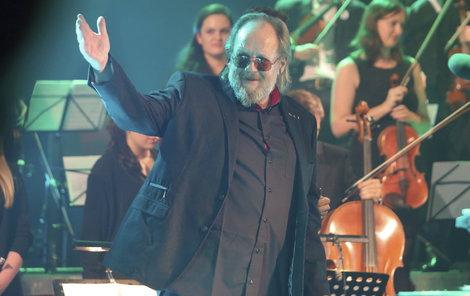 Muzikant dostal kromě koše plného zeleniny i koláč.