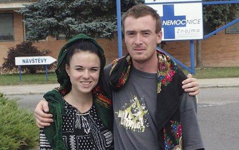 Markéta Všelichová používá kurdské jméno Zelane Botan a její partner Miroslav Farkas Serxwebun Botan.