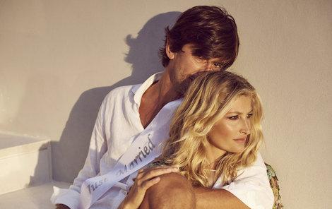 Svatební fotky na památku si pořídila v šatech od návrháře Francesca Scognamiglia.