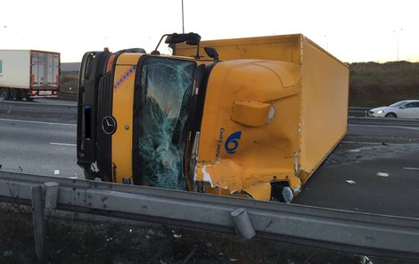 Dramatická nehoda zablokovala dopravu.