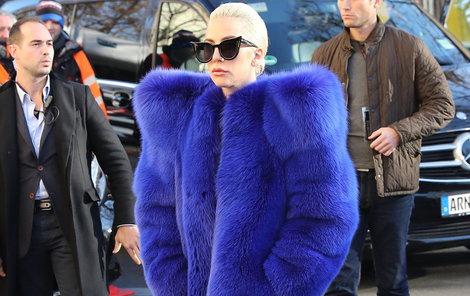 Vešla se Gaga v tomhle modelu do dveří?