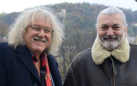 Daniel Hůlka a Lubomír Brabec jsou nejen skvělí kamarádi, ale oba milují adrenalin. Pro Nedělní Aha! Lubomír zapózoval na zábradlí mostu Legií. A bez jištění!