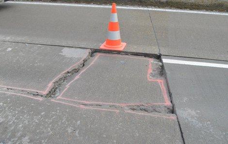 Takto se betonový panel propadl.
