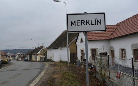 Seniorku přepadl lupič na ulici v Merklíně na Plzeňsku.