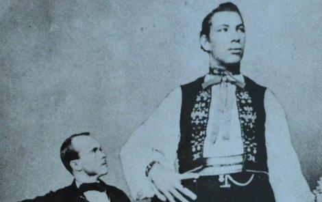 Hanácký obr Josef Drásal s přítelem hostinským Janochem.