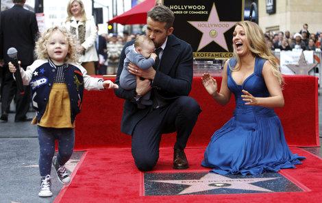 Blake Lively má rozhodně krásný úsměv. I kvůli němu je oblíbenkyní Karla Lagerfelda a tváří Chanelu.