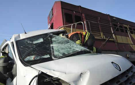 Šofér ve zničené dodávce neměl šanci přežít.