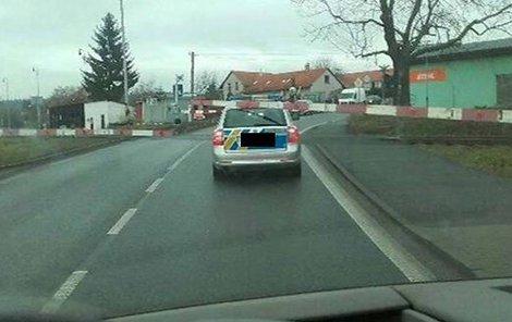 Šofér vjel na přejezd, přestože svítila výstražná světla.