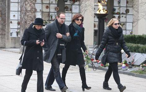 Hercova dcera Zuzana Mixová se synem Ondřejem Brouskem a jeho manželkou Annou Remkovou.
