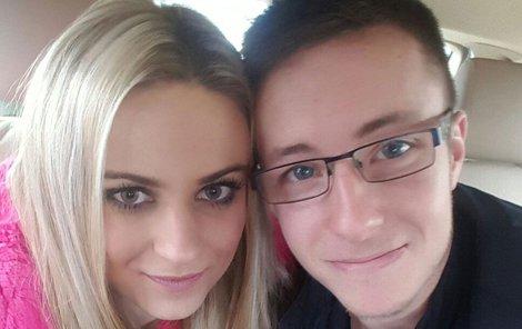 Nečesaný s manželkou krátce po propuštění.