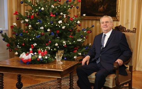 Miloš Zeman si projev u stromečku opravdu užil.