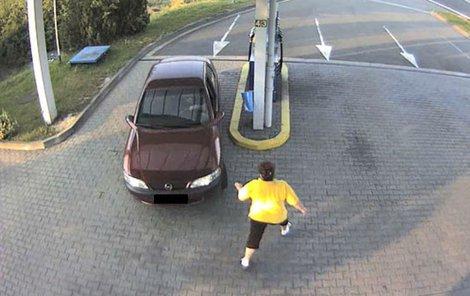 Povedený řidič pokaždé nataktoval a obsluze frnkl.