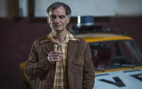 Ivan Trojan v seriálu hraje drsného krminalistu Martina Plachého.