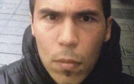 Před masakrem se fotil v ulicích jako obyčejný turista.