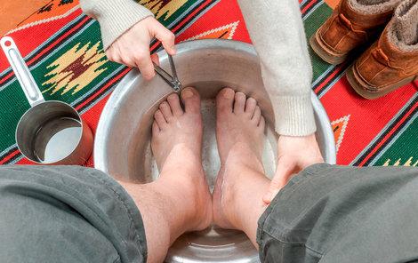 O nohy a nehty pečujte i v zimních měsících.