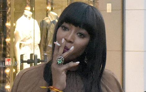 Naomi bafe klidně i na červeném koberci.