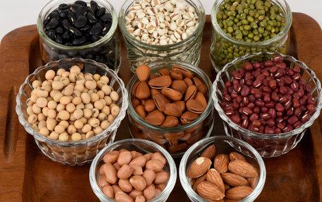 Luštěniny a ořechy zvýší příjem draslíku.