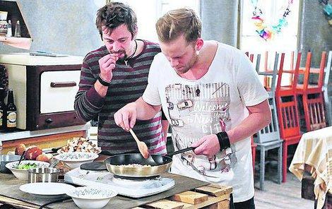 Prachař s Dolanským se před natáčením učili vařit u obávaného šéfkuchaře Zdeňka Pohlreicha.