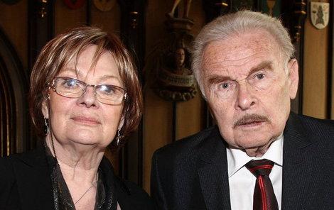 Herci Jana Hlaváčová a Luděk Munzar se už bez pomoci druhých neobejdou.