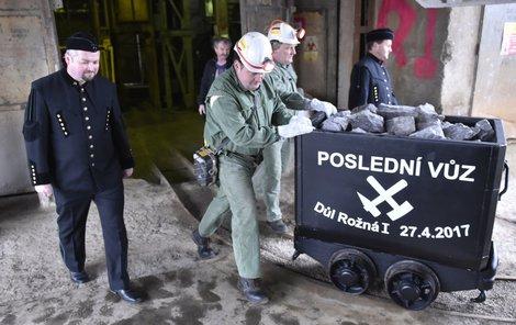 Poslední vozík dolu Rožná: Konec těžby uranu v Česku!