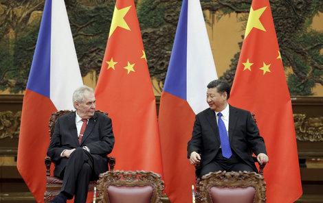 Zeman si s čínským prezidentem poklábosil.