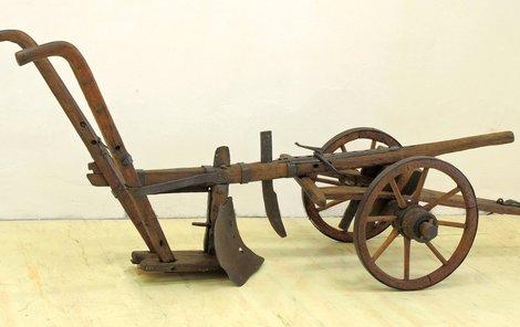 Ruchadlo vynalezené a ukuté bratranci Veverkovými. Do Písku si ho vypůjčili z Východočeského muzea v Pardubicích.