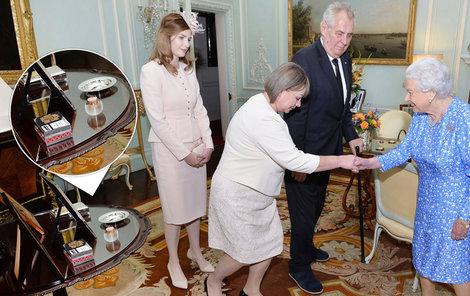 Miloš Zeman přivedl ke královně manželku Ivanu i dceru Kateřinu. Rozplýval se. A ani popelníček nechyběl