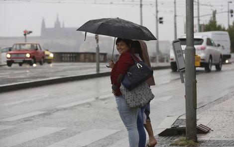 Studená fronta přinese na začátku prázdnin i déšť.