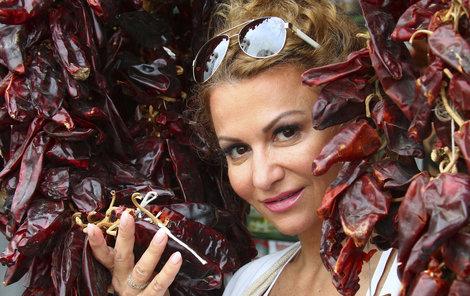 Sexy Yvetta Blanarovičová (53) rozvlnila boky na diskotéce pouze v plavkách.